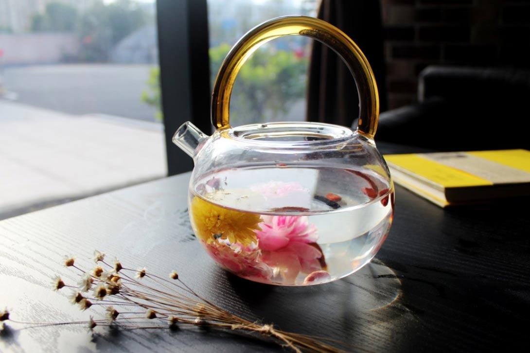Zkuste pít i očima a objevte kvetoucí čaj